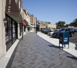 Elmwood Streetscapes <br> Product: Richcliff® & Copthorne®