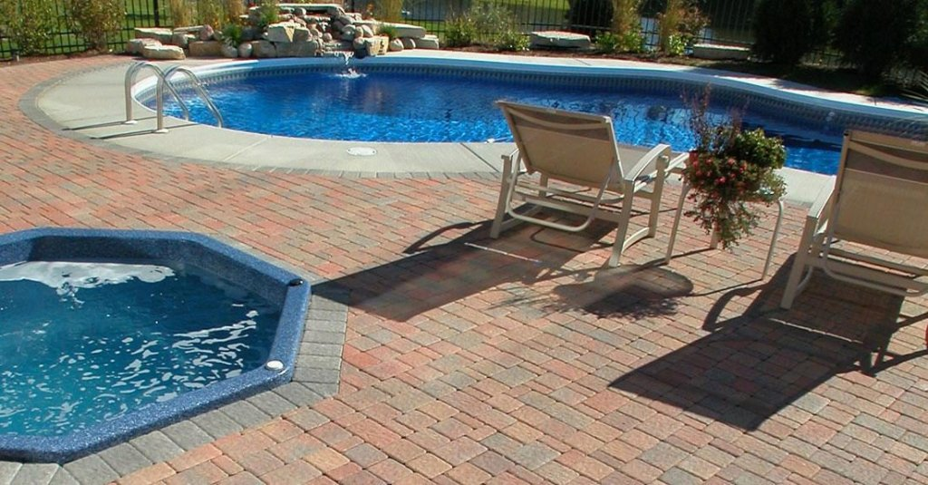 Product: Olde Greenwich Cobble® Color: Autumn Red
