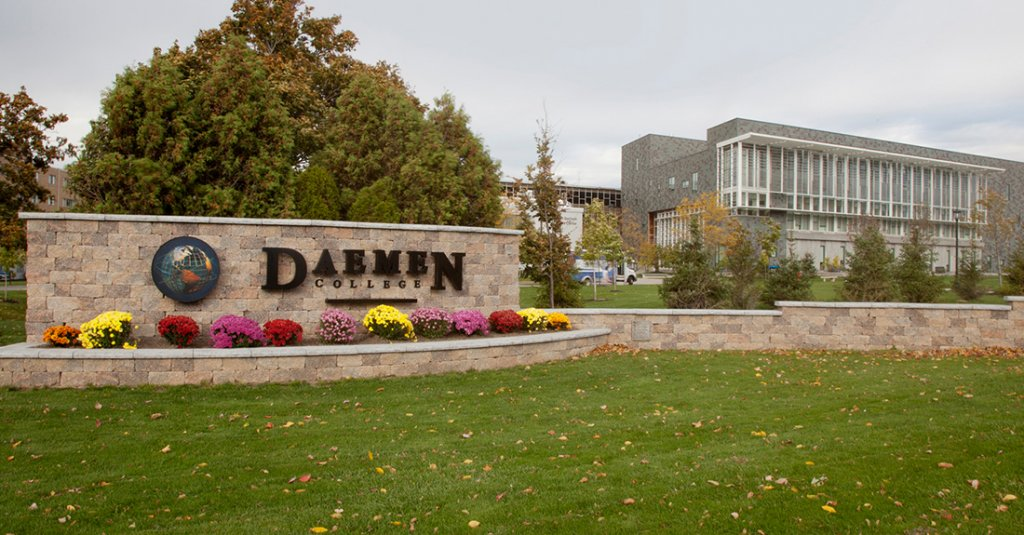 Daemon College. Amherst, New York<br>Product: Estate Wall and Ledgestone Coping
